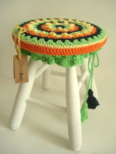 ideas for crochet pacifier holder Crochet Home, Love Crochet, Diy Crochet, Crochet Poncho, Crochet Granny, Crochet Pacifier Holder, Crochet Designs, Crochet Patterns, Stool Covers