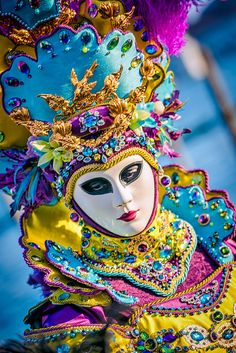 Some images from my trip to Venice to personally witness the otherworldy happening in Venice - ahhh, Venice! Venice Carnival Costumes, Venetian Carnival Masks, Mardi Gras Costumes, Carnival Of Venice, Venetian Masquerade, Costume Venitien, Venice Mask, Beautiful Mask, Fantasy Art