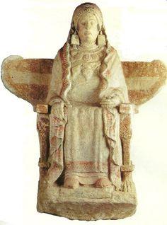 Divinità iberica assisa in pietra dipinta dalla necropoli di Baza (Granada). IV sc a.C. Conservata presso il Museo Arqueologico Nacional di Madrid.