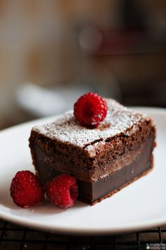 Olás, tudo bem?   Faz um bom tempo que vi esse bolo em um blog gringo, primeiro na versão creme e depois de chocolate. Salvei logo ...