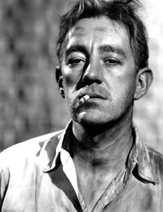 Sir Alec Guinness CH CBE Apl 1914 – 5 Aug An illustrious acting career but perhaps best remembered for his role as Col. Nicholson in The Bridge on the River Kwai for which he won the Academy Award . Hollywood Actor, Hollywood Stars, Classic Hollywood, Old Hollywood, Classic Movie Stars, Classic Films, Little Dorrit, Alec Guinness, People Of Interest