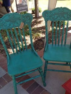 This set of pressback chairs are perfect in turquoise!