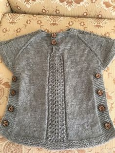 This Pin was discovered by Auš Grey and white baby cardigan no pattern just a suggestion f Benzer Çalışmalar No related posts. Poncho Knitting Patterns, Baby Hats Knitting, Cardigan Pattern, Baby Cardigan, Knitted Poncho, Crochet Baby Jacket, Knit Or Crochet, Crochet For Kids, Baby Sweaters