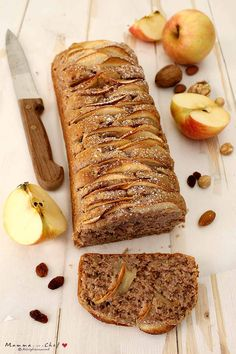 Plumcake con mele e noci Apple Recipes, Baking Recipes, Sweet Recipes, Cookie Desserts, Vegan Desserts, Dessert Recipes, Eating Light, Plum Cake, Pastry And Bakery