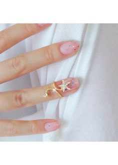 Stylish Star Shape Rhinestone Decorated Woman Golden Ring