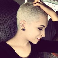 Perfect Blonde Color Hairstyle for Short Hair Really Short Haircuts, Short Pixie Haircuts, Short Hair Cuts, Blond Hairstyles, Trending Hairstyles, Medium Hair Styles, Short Hair Styles, Blonde Pixie, Corte Y Color