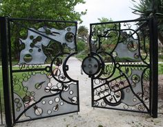 These are the last of the four gates to be installed at the St Kilda Botanical Gardens.  They were designed by Bent Metal www.bentmetal.com.au/
