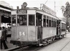 Coche 54 en la parada de la Alameda, con destino a Palo. Fondo Christian Schnabel. Archivo EuskoTren/Museo Vasco del Ferrocarril