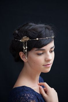 Headpiece Gold tone headchain Wedding Headpiece,Art Deco Bridal Headpiece,Art Nouveau Headpiece (This could work with short hair. Gatsby Headpiece, Headpiece Jewelry, Wedding Jewelry, Bridal Headpieces, Bridal Hair, Style Année 20, Something Blue Bridal, Art Nouveau, 1920s Hair