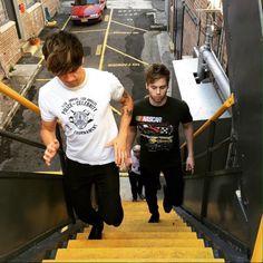 """480.8 mil Me gusta, 9,681 comentarios - Luke Hemmings (@lukehemmings) en Instagram: """"Stairs."""""""