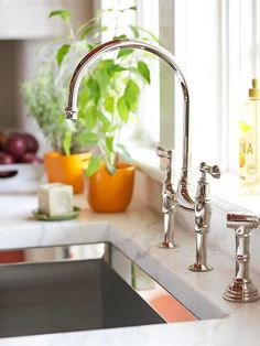 I love this high-arch faucet and deep, single sink.