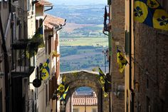 Cortona Most Beautiful, Beautiful Places, Northern Italy, Tuscany, Places Ive Been, Places To Visit, Europe, Explore, Pictures