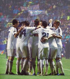 love this team Real Madrid, Pure Football, Uefa Super Cup, Professional Football, Uefa Champions League, Football Players, Squad, Soccer, Club