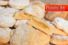 CIASTECZKA NIBY FRANCUSKIE Składniki: 1/2 kg (500 gramów) białego sera 1/2 kg (500 gramów) masła lub margaryny 1/2 kg (500 gramów) mąki łyżeczka soli cukier puder do posypania  Wykonanie: Biały...