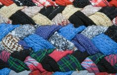 How to Make Old-fashioned Rag Rugs  SAME PICTURE - DIFFERENT CONTENT!