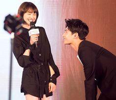 Yang Yang and Zheng Shuang😘😘😍😍 Yang Wei, Yang Yang Actor, Wei Wei, Yang Chinese, Chinese Fans, Beautiful Person, Beautiful Smile, Yang Yang Zheng Shuang, Love 020