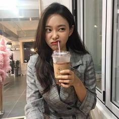 Image about girl in ulzzang by Megumi on We Heart It Ulzzang Korean Girl, Cute Korean Girl, Ulzzang Couple, Asian Girl, Korean Aesthetic, Aesthetic Girl, Kim Sejeong, Girl Korea, Uzzlang Girl