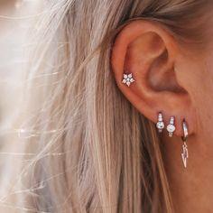 Earcandy 🥰 de leukste oorbellen vind je bij My Unique Style. Combineren is nog nooit zo leuk geweest! ♥️ Double Tongue Piercing, Double Cartilage Piercing, Dermal Piercing, Cartilage Earrings, Piercings Rook, Tongue Piercings, Peircings, Tragus, Septum