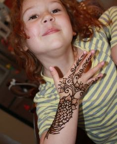 Simple and Easy Latest Mehndi Designs for Kids 2019 Mehndi Designs For Kids, Mehndi Design Pictures, Latest Mehndi Designs, Arabic Mehndi Designs, Simple Mehndi Designs, Mehandi Designs, Mehndi Simple, Beautiful Mehndi, Layers Design