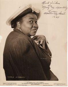 Hattie McDaniel First Black Woman to receive an Oscar. Black Actresses, Black Actors, Black Celebrities, Actors & Actresses, Celebs, Old Hollywood Stars, Old Hollywood Glamour, Hattie Mcdaniel, Roman