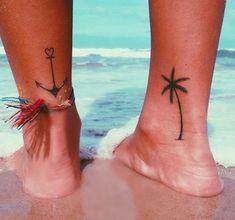 petits-tatouages-voyage-simple-cheville-ancre-marine-palmier