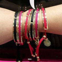 Ετοιμάζουμε υπέροχα επετειακά συλλεκτικά δώρα Lierac ♡ Stay Tuned ♡ #40ΧρόνιαΟμορφιάς #LieracHellas #OmorfiaPantou Love Bracelets, Cartier Love Bracelet, Bangles, Jewelry, Red, Black, Hot Pink, Bangle Bracelets, Jewels