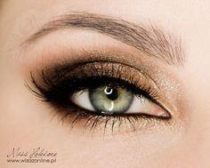 Złoty makijaż na wieczór - jak Mila Kunis