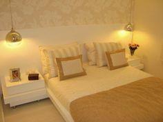 Quarto de casal | Mesas de cabeceira | Luminárias | Papel de parede | Decoração