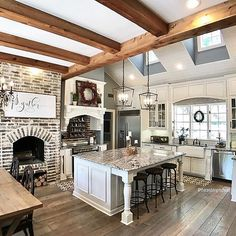 The perfect family kitchen! Rustic Kitchen, Country Kitchen, Kitchen Decor, Kitchen Ideas, Home Renovation, Home Remodeling, Dream Home Design, House Design, Family Kitchen