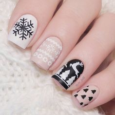Nails On big days, women are willing to dress themselves up. Manicure is a must, too. Then, every time you reach out your hands, every one will see your beautiful fingernails. And it's defined that you are a delicate woman. Xmas Nail Art, Cute Christmas Nails, Christmas Nail Art Designs, Winter Nail Art, Holiday Nails, Winter Nails, Christmas Tree, Deer Nails, Nail Art Courses