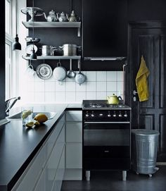 Blanco y negro para una pequeña cocina