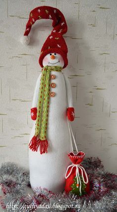 di neve, Boneco de neve, feltro e pannolenci, decorazioni natalizie. Christmas Gnome, Christmas Mantels, Christmas Sewing, Primitive Christmas, Rustic Christmas, Christmas Projects, Holiday Crafts, Christmas Wreaths, Christmas Ornaments