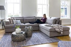 Corner sofa Westminster gives your interior a romantic touch.