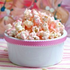 Pink chocolate popcorn inspired by Valentine's Day. A sweet and salty treat!