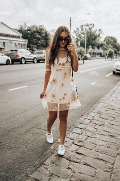 Mesh & Floral Embroidery Charlotte Cream Embroidered Floral Shift Dress, Sperry Sneakers, Golightly Sunglasses Not that I need another dress for summer (although can. Cute Casual Outfits, Casual Dresses, Fashion Dresses, Summer Dresses, Modern Fashion Outfits, Midi Dresses, Casual Clothes, Fashion 2018, Fashion Clothes
