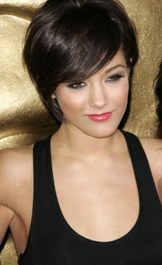 Frankie Sandford has a really cute cut. I don't think that it would look right on me.. or maybe it would.. but I don't know if I'm brave enough to find out..