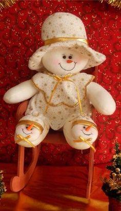 on Manualidades Snowman Crafts, Ornament Crafts, Felt Crafts, Diy And Crafts, Christmas Crafts, Christmas Decorations, Holiday Decor, Snowman Ornaments, Snowmen