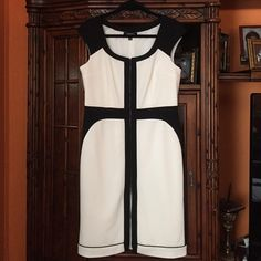 While and black elegant dress Nice elegant zipper allowed front all lined so nice Chetta Dresses Midi