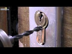 Amazing life hacks with Locks Simple Trombone, Amazing Life Hacks, Home Protection, Door Locks, Cool Gadgets, Digital Photography, Door Handles, Neutral, How To Remove