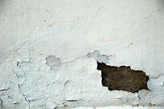 Si tienes humedades en casa te contamos cómo puedes eliminarlas y hacer que la pared luzca como nueva.