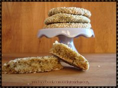 hemp and sesame seeds with Porto wine cookies (vegan). galletas veganas de vino de oporto y semillas de cañamo y sesamo.