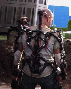 The Magic Behind Matt Damon's Suit In ELYSIUM!