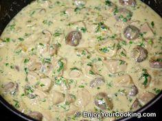 Creamy mushroom sauce recipe for pasta - Pasta man recipes Mushroom Sauce For Chicken, Creamy Mushroom Sauce, Chicken Pasta, Sauce Recipes, Meat Recipes, Pasta Recipes, Chicken Recipes, Healthy Recipes, Pasta Meals