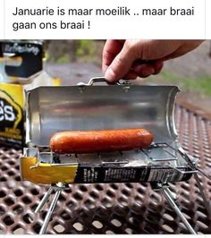 Do you need a small mini grill fro camping or maybe just to make a meal for one? This DIY mini grill is made from a Mike's Hard Lemonade can, or any soda or Mini Grill, Mini Barbecue, Bbq Grill, Grilling, Barbecue Smoker, Barbecue Original, Idee Diy, Minion, Hot Dogs
