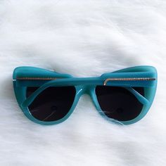 Stella McCartney sunnies Brand new, never worn. I do not have the original case for this but I will throw in my Wildfox case with it. Stella McCartney Accessories Sunglasses