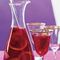 Cranberry Juice Sangria Beaujolais wine is fruity and combines nicely with the cranberry and orange juice in this recipe. This is a fun twist on the usual red sangria that guests are sure to love. Cranberry Sangria, Sangria Cocktail, Summer Sangria, Summer Drinks, Winter Drinks, Holiday Drinks, Party Drinks, Fun Drinks, Alcoholic Drinks