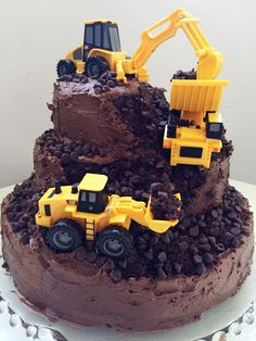 29 Awesome Birthday Cakes For Boys. Get ideas for your boys birthday cake here with fun superhero, character and themed ideas. Construction For Kids, Construction Birthday Parties, 4th Birthday Parties, Construction Party Cakes, Farm Birthday, Birthday Ideas, Third Birthday, Fete Laurent, Party Fiesta