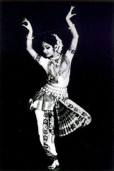 Classical Pose by a Classic Dancer from India, Bollywood, Moda India, Art Indien, Tutu, Isadora Duncan, Indian Classical Dance, Dance Like No One Is Watching, Dance Movement, Dance Poses