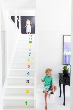DIY: Rainbow Number Staircase - it's a good way to make kids learn numbers
