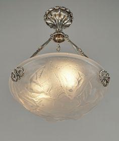 PETITOT & MULLER 1930 French art deco chandelier by la maison Petitot holding a Muller bowl representing birds. Pair available. (paravas-ebay)